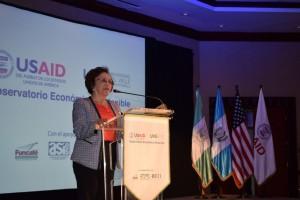Raquel Zelaya, presidenta de ASIES, durante el lanzamiento del OES